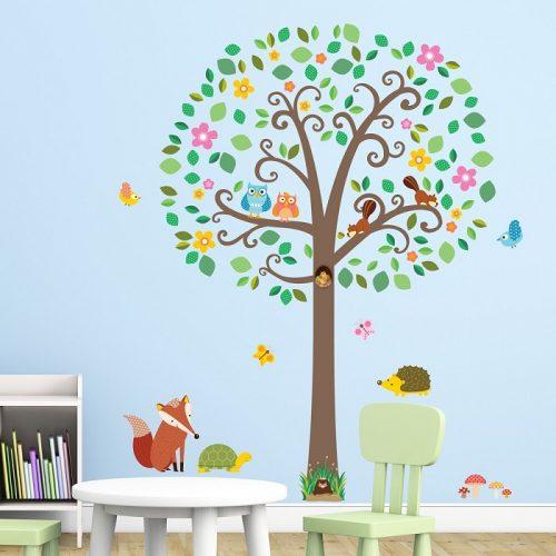 Decowall veliko stablo i šumske životinje